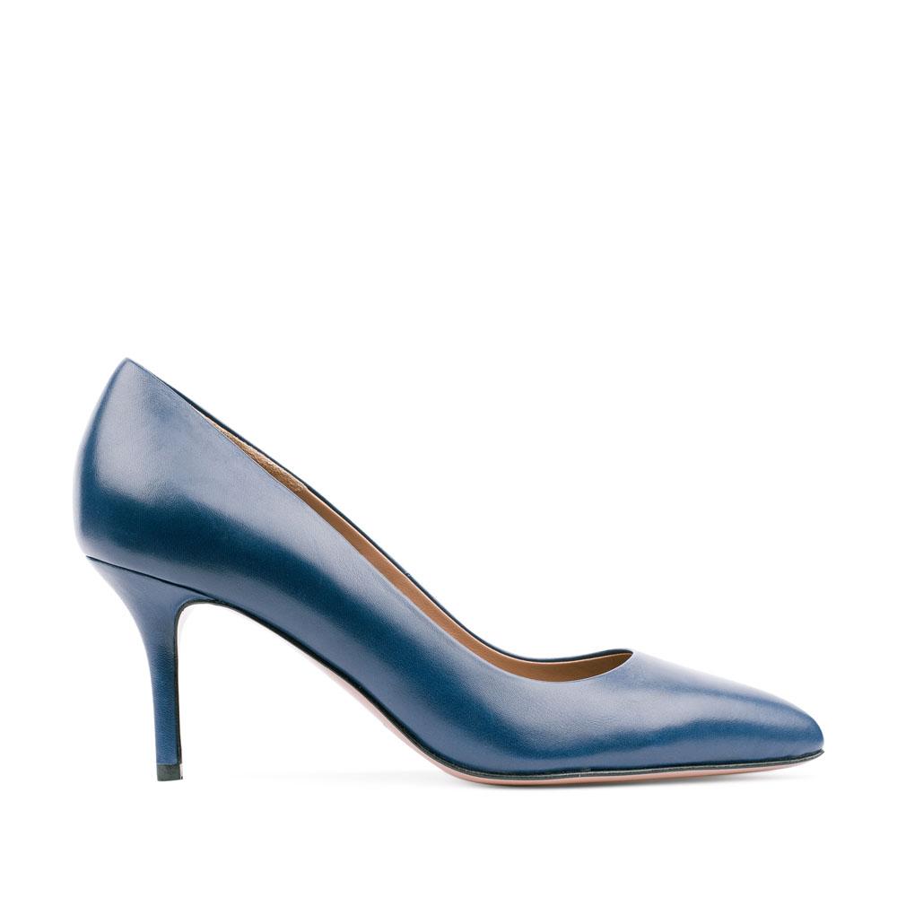 Туфли из кожи кобальтового цвета на среднем каблуке