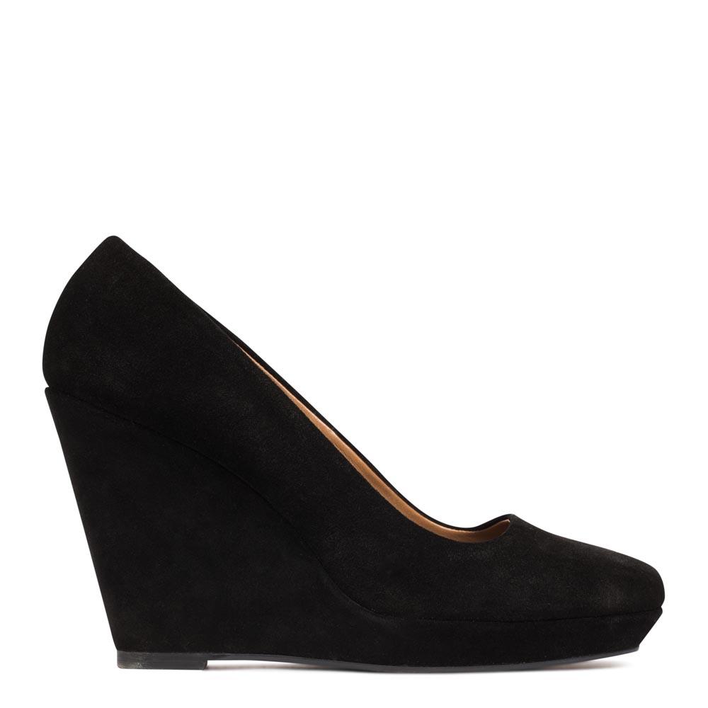 Туфли из замши на танкетке черного цвета