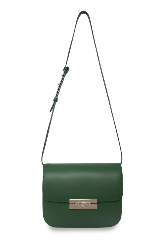Кожаная сумка зеленого цвета на длинном ремнеСумка женская<br><br>Материал верха: Кожа<br>Материал подкладки: Кожа<br>Размер: 24х8х14,5<br>Цвет: Зеленый<br>Дизайн: Италия<br>Страна производства: Китай<br><br>Материал верха: Кожа<br>Цвет: Зеленый<br>Пол: Женский<br>Размер: Без размера