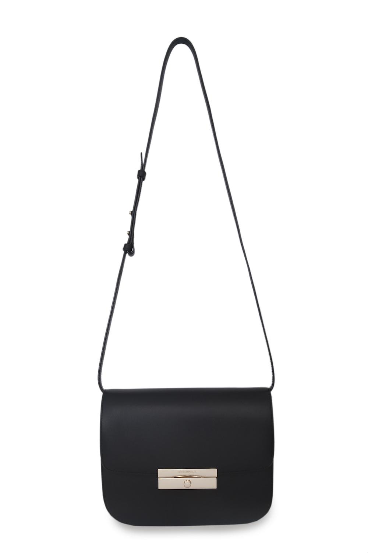 Кожаная сумка чёрного цвета на длинном ремнеСумка женская<br><br>Материал верха: Кожа<br>Материал подкладки: Кожа<br>Размер: 24х8х14,5<br>Цвет: Черный<br>Дизайн: Италия<br>Страна производства: Китай<br><br>Материал верха: Кожа<br>Цвет: Черный<br>Пол: Женский<br>Размер: Без размера