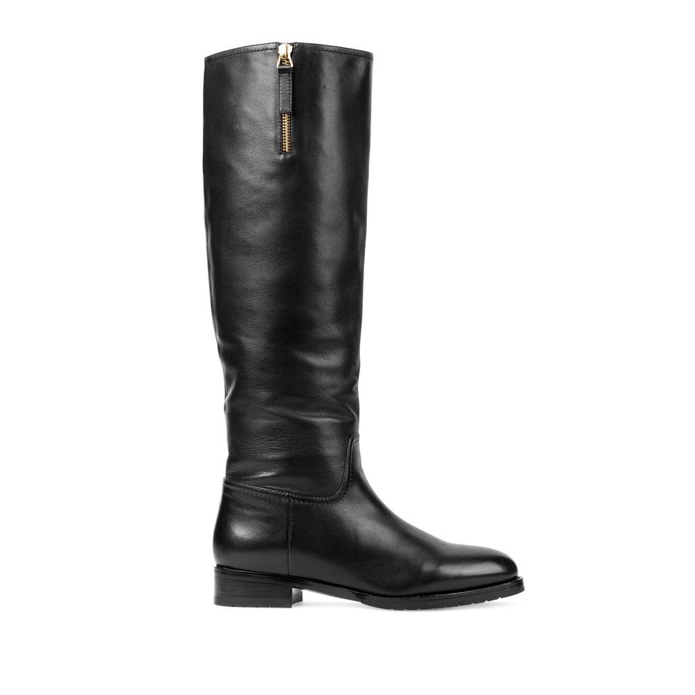 CORSOCOMO Сапоги из кожи черного цвета на низком каблуке 18-026-18-24
