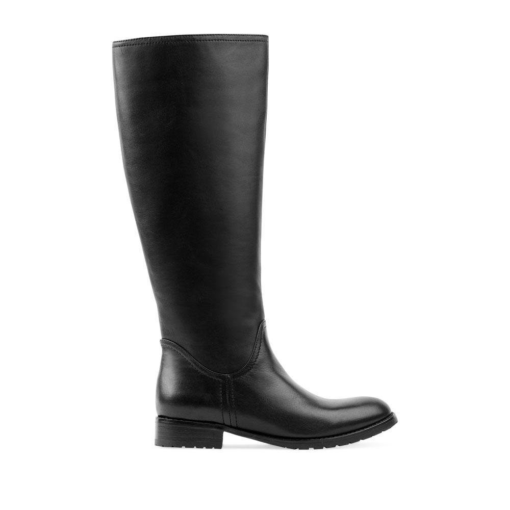 Кожаные сапоги черного цвета с широким голенищем
