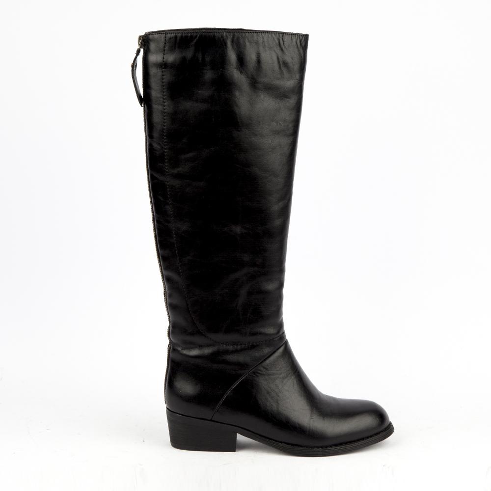 Сапоги кожаные чёрного цветаСапоги женские<br><br>Материал верха: Кожа<br>Материал подкладки: Мех<br>Материал подошвы: Резина<br>Цвет: Черный<br>Высота каблука: 11см<br>Дизайн: Италия<br>Страна производства: Китай<br><br>Высота каблука: 11 см<br>Материал верха: Замша<br>Материал подкладки: Мех<br>Цвет: Черный<br>Пол: Женский<br>Вес кг: 3.00000000<br>Выберите размер обуви: 35