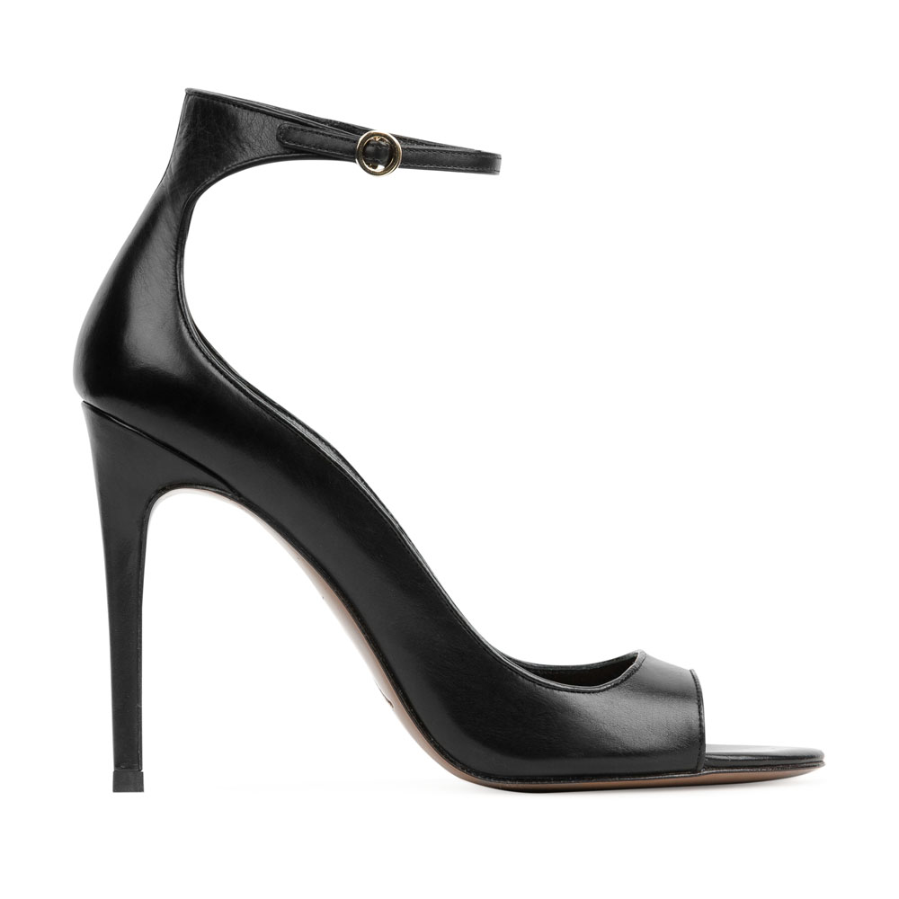 Туфли с открытым носом на тонком ремешке