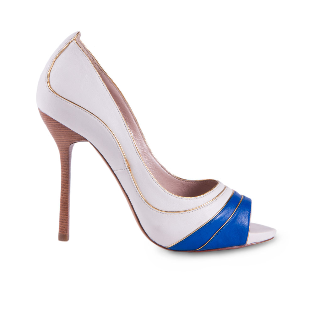 Туфли из кожи с вставкой цвета электрик на высоком каблуке