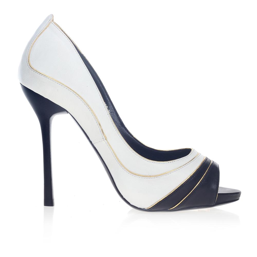 Туфли из кожи с вставкой черного цвета на высоком каблуке