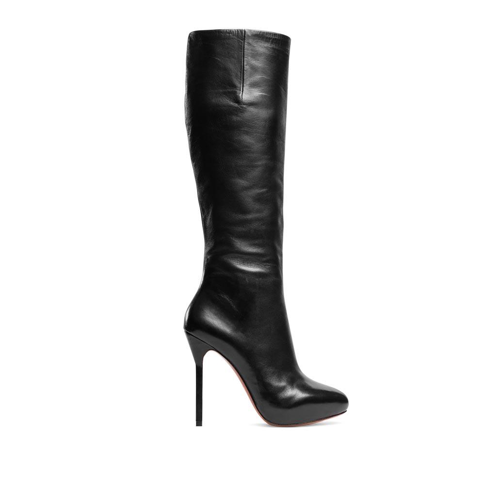 Кожаные сапоги черного цвета на высоком каблукеСапоги женские<br><br>Материал верха: Кожа<br>Материал подкладки: Кожа<br>Материал подошвы: Кожа + Резина<br>Цвет: Черный<br>Высота каблука: 11 см<br>Дизайн: Италия<br>Страна производства: Китай<br><br>Высота каблука: 11 см<br>Материал верха: Кожа<br>Материал подкладки: Кожа<br>Цвет: Черный<br>Пол: Женский<br>Вес кг: 1.88000000<br>Размер обуви: 40