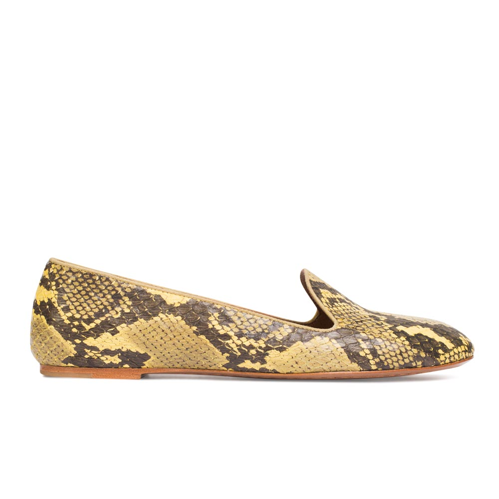 Слиперы из кожи змеи желтого цветаТуфли женские<br><br>Материал верха: Кожа змеи<br>Материал подкладки: Кожа<br>Материал подошвы: Кожа<br>Цвет: Желтый<br>Высота каблука: 1 см<br>Дизайн: Италия<br>Страна производства: Китай<br><br>Высота каблука: 1 см<br>Материал верха: Кожа змеи<br>Материал подкладки: Кожа<br>Цвет: Желтый<br>Пол: Женский<br>Вес кг: 1.00000000<br>Размер обуви: 39