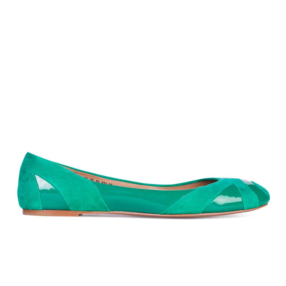 Балетки из лакированной кожи и замши бирюзового цветаТуфли женские<br><br>Материал верха: Замша<br>Материал подкладки: Кожа<br>Материал подошвы: Кожа<br>Цвет: Зеленый<br>Высота каблука: 0 см<br>Дизайн: Италия<br>Страна производства: Китай<br><br>Высота каблука: 0 см<br>Материал верха: Лакированная кожа<br>Материал подкладки: Кожа<br>Цвет: Зеленый<br>Пол: Женский<br>Вес кг: 1.00000000<br>Размер: 35**