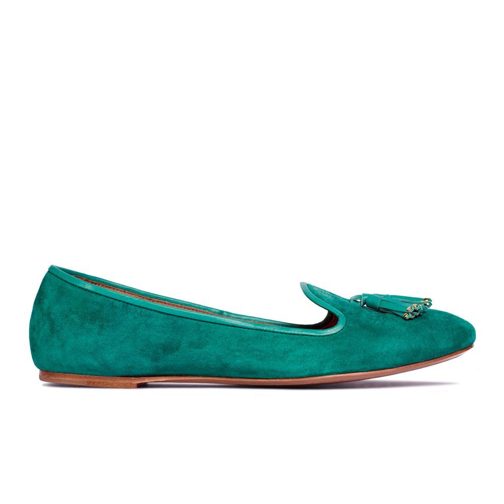 Слиперы из замши цвета морской волны с кисточкамиТуфли женские<br><br>Материал верха: Замша<br>Материал подкладки: Кожа<br>Материал подошвы: Кожа<br>Цвет: Зеленый<br>Высота каблука: 1 см<br>Дизайн: Италия<br>Страна производства: Китай<br><br>Высота каблука: 1 см<br>Материал верха: Замша<br>Материал подкладки: Кожа<br>Цвет: Зеленый<br>Пол: Женский<br>Вес кг: 0.52000000<br>Размер: Без размера