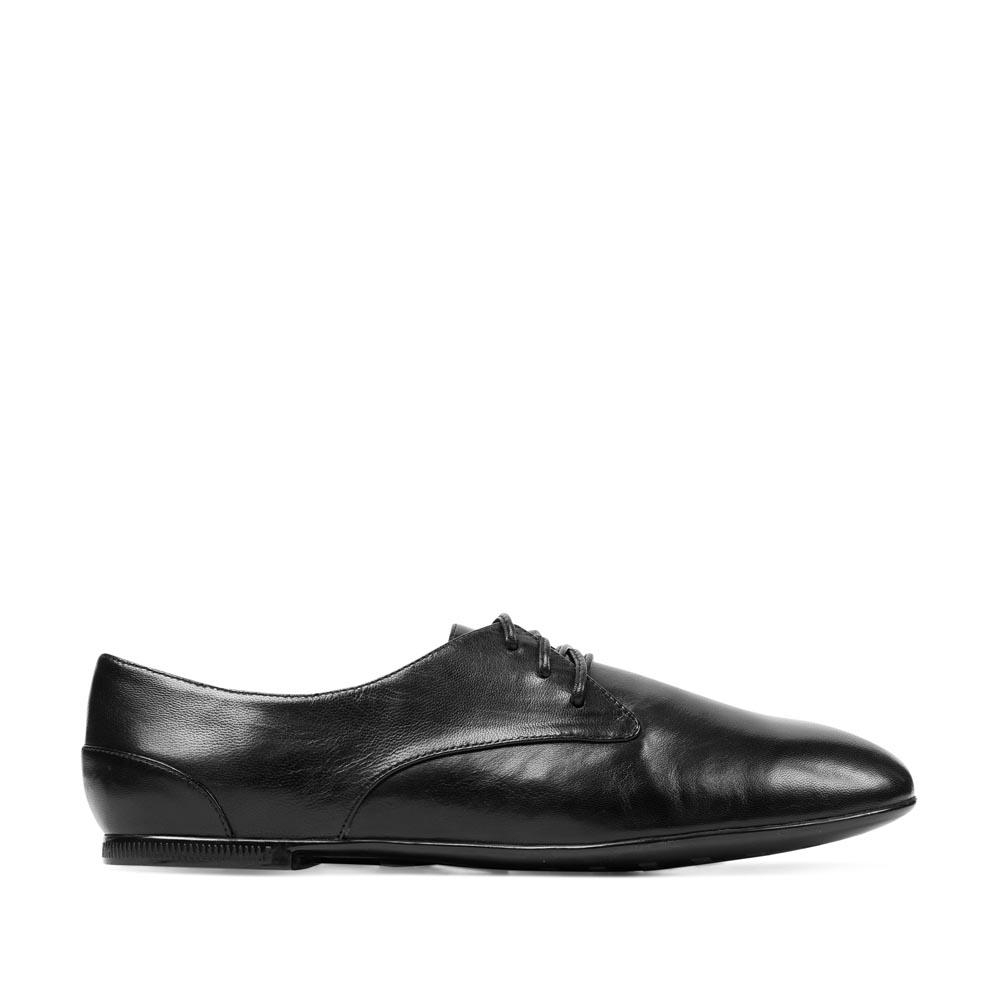 Кожаные полуботинки черного цветаТуфли женские<br><br>Материал верха: Кожа<br>Материал подкладки: Кожа<br>Материал подошвы: Резина<br>Цвет: Черный<br>Высота каблука: 1см<br>Дизайн: Италия<br>Страна производства: Китай<br><br>Высота каблука: 1 см<br>Материал верха: Кожа<br>Материал подкладки: Кожа<br>Цвет: Черный<br>Пол: Женский<br>Вес кг: 0.76000000<br>Размер обуви: 37