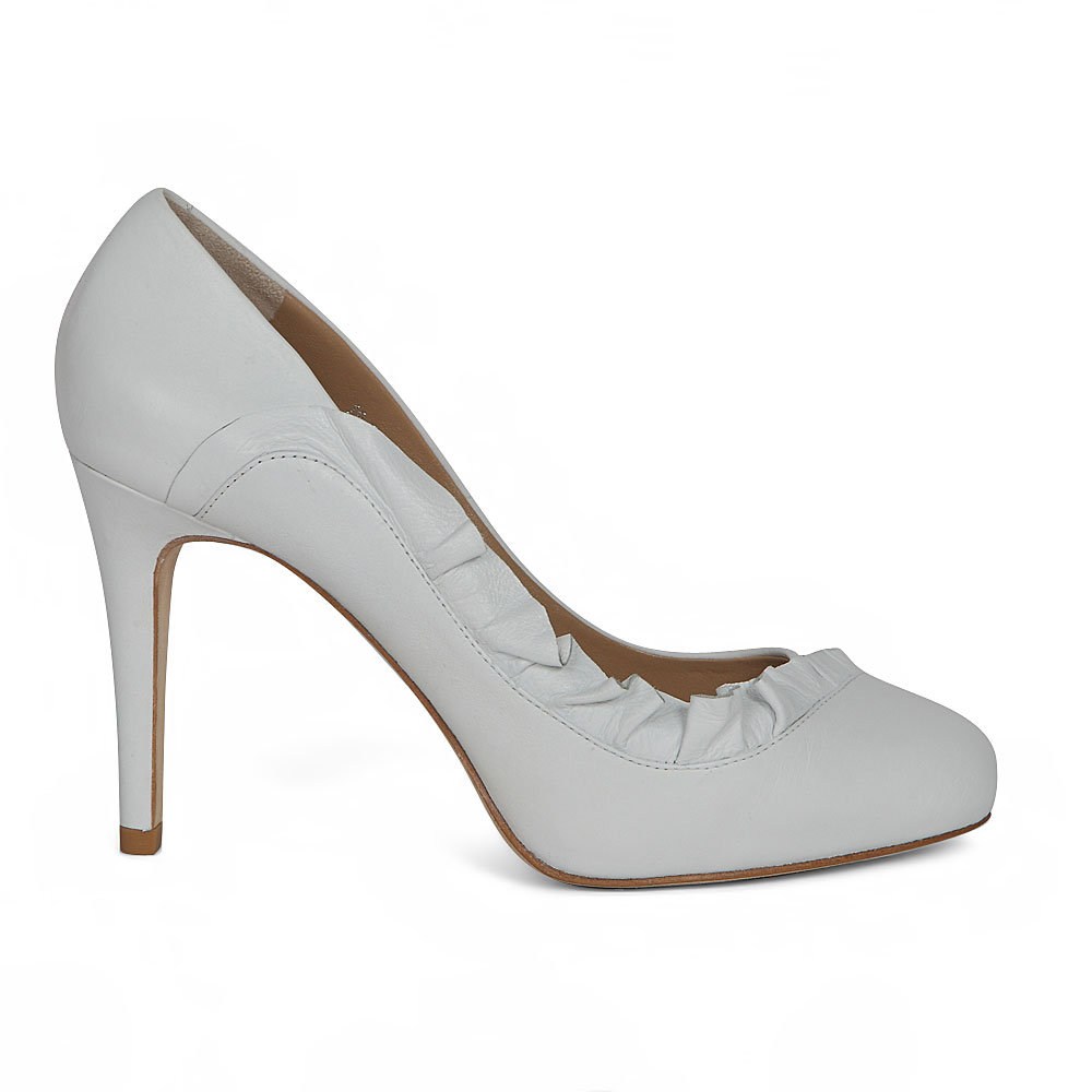 Кожаные туфли белого цвета