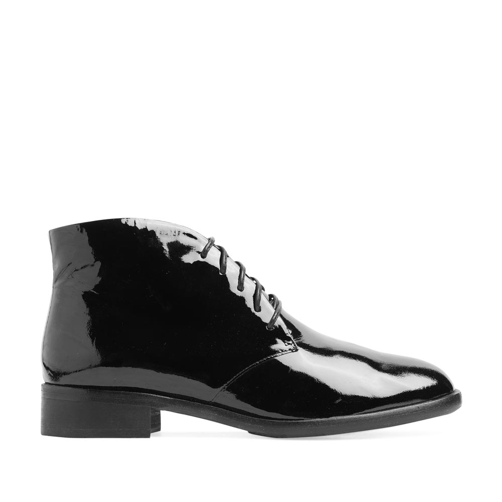 Ботинки-чукка из лакированной кожи черного цвета