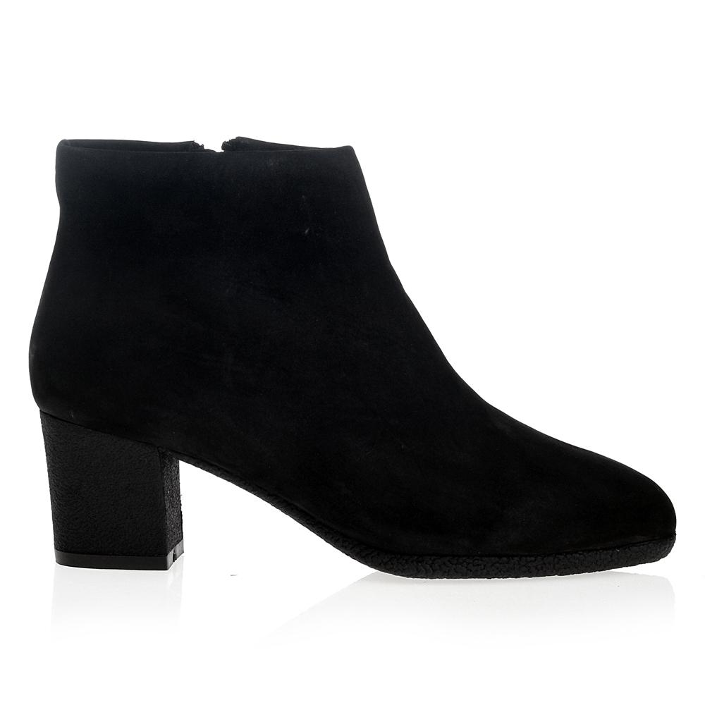 Ботинки из нубука черного цвета с мехом на среднем каблукеБотинки женские<br><br>Материал верха: Нубук<br>Материал подкладки: Мех<br>Материал подошвы: Полиуретан<br>Цвет: Черный<br>Высота каблука: 6 см<br>Дизайн: Италия<br>Страна производства: Китай<br><br>Высота каблука: 6 см<br>Материал верха: Нубук<br>Материал подошвы: Полиуретан<br>Материал подкладки: Мех<br>Цвет: Черный<br>Пол: Женский<br>Вес кг: 1.44000000<br>Размер обуви: 35.5