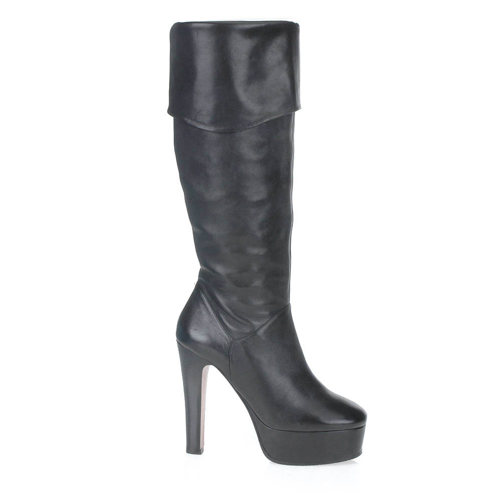 Сапоги из кожи черного цвета на высоком каблуке с отворотомСапоги женские<br><br>Материал верха: Кожа<br>Материал подкладки: Кожа<br>Материал подошвы: Кожа<br>Цвет: Черный<br>Высота каблука: 14см<br>Дизайн: Италия<br>Страна производства: Китай<br><br>Высота каблука: 14 см<br>Материал верха: Кожа<br>Материал подкладки: Кожа<br>Цвет: Черный<br>Пол: Женский<br>Вес кг: 1.05000000<br>Размер обуви: 38