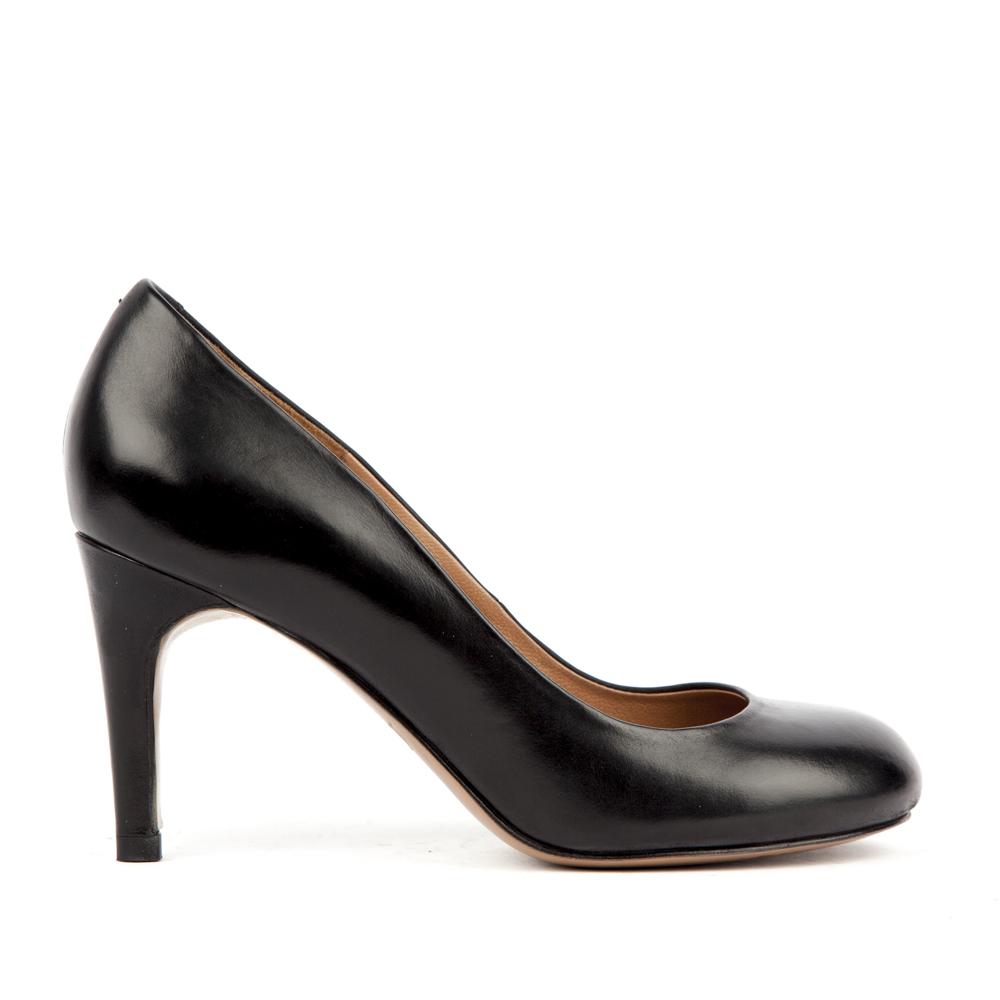 Кожаные туфли на среднем каблуке черного цвета