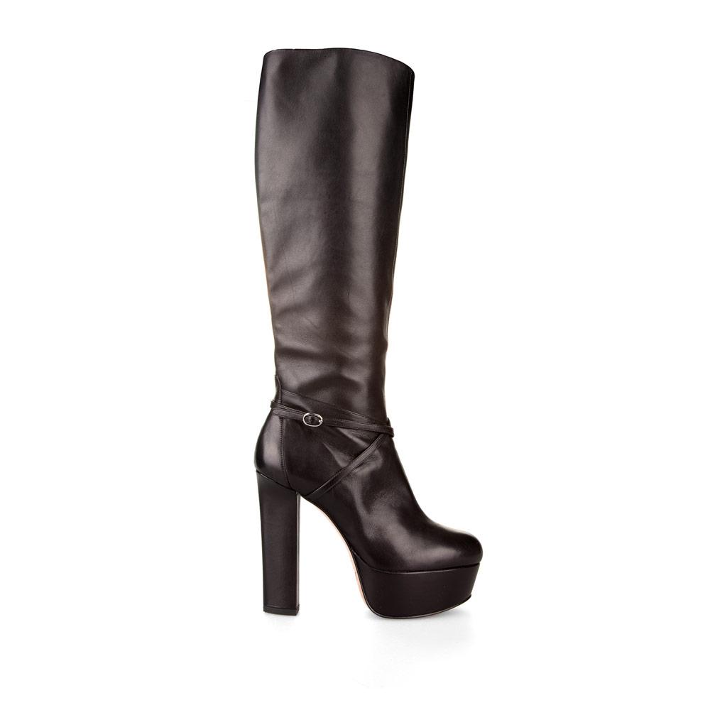 Сапоги из кожи черного цвета на высоком каблуке и платформеСапоги женские<br><br>Материал верха: Кожа<br>Материал подкладки: Кожа<br>Материал подошвы: Кожа<br>Цвет: Черный<br>Высота каблука: 13 см<br>Дизайн: Италия<br>Страна производства: Китай<br><br>Высота каблука: 13 см<br>Материал верха: Кожа<br>Материал подкладки: Кожа<br>Цвет: Черный<br>Пол: Женский<br>Вес кг: 2.08000000<br>Размер: 39