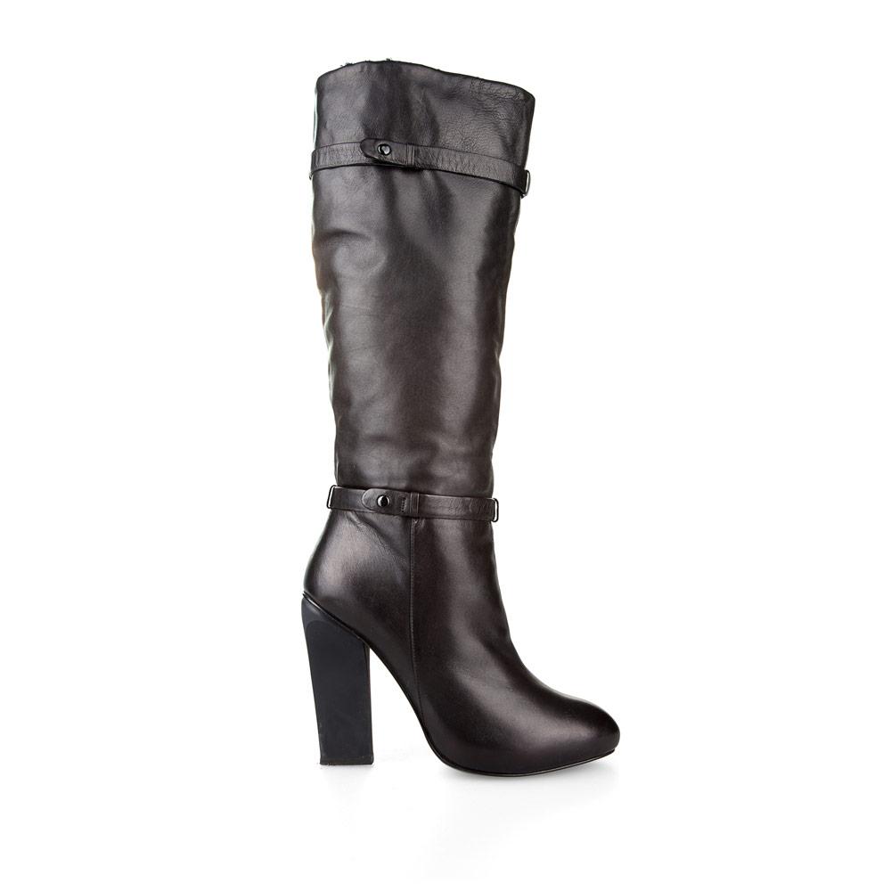 Кожаные сапоги черного цвета на устойчивом каблуке с ремешкамиСапоги женские<br><br>Материал верха: Кожа<br>Материал подкладки: Евромех<br>Материал подошвы: Кожа<br>Цвет: Черный<br>Высота каблука: 11 см<br>Дизайн: Италия<br>Страна производства: Китай<br><br>Высота каблука: 11 см<br>Материал верха: Кожа<br>Материал подкладки: Евромех<br>Цвет: Черный<br>Пол: Женский<br>Вес кг: 2.26000000<br>Выберите размер обуви: 35.5