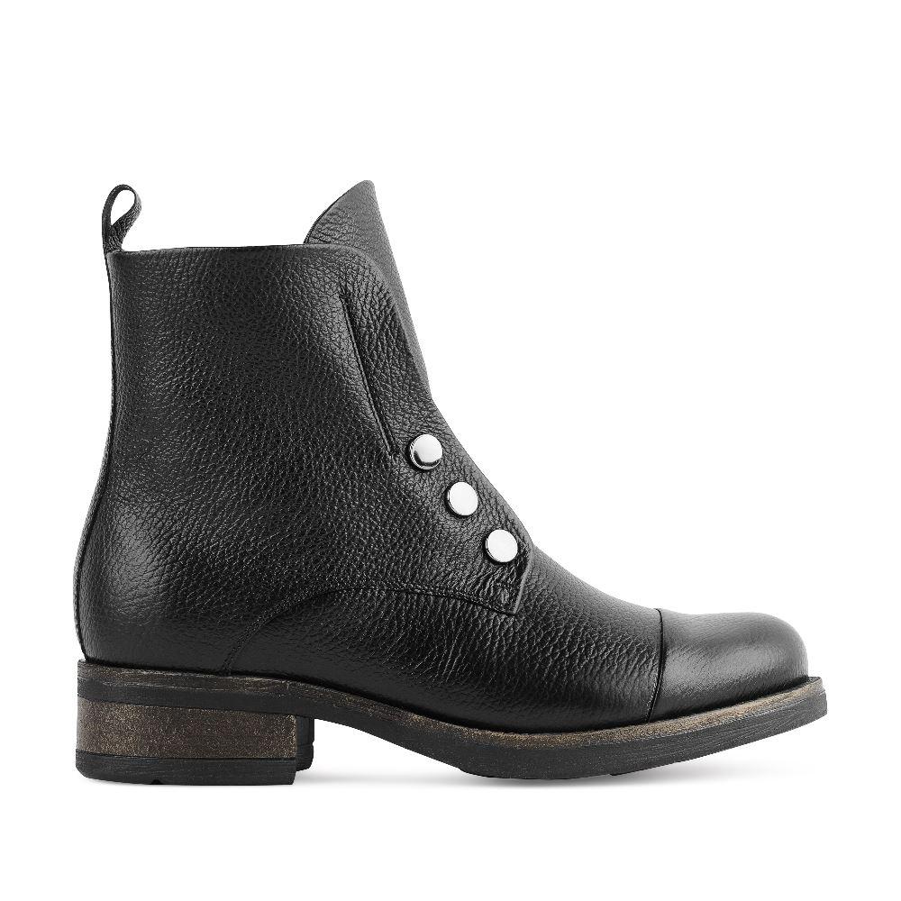 Высокие ботинки из кожи чёрного цвета с заклепками