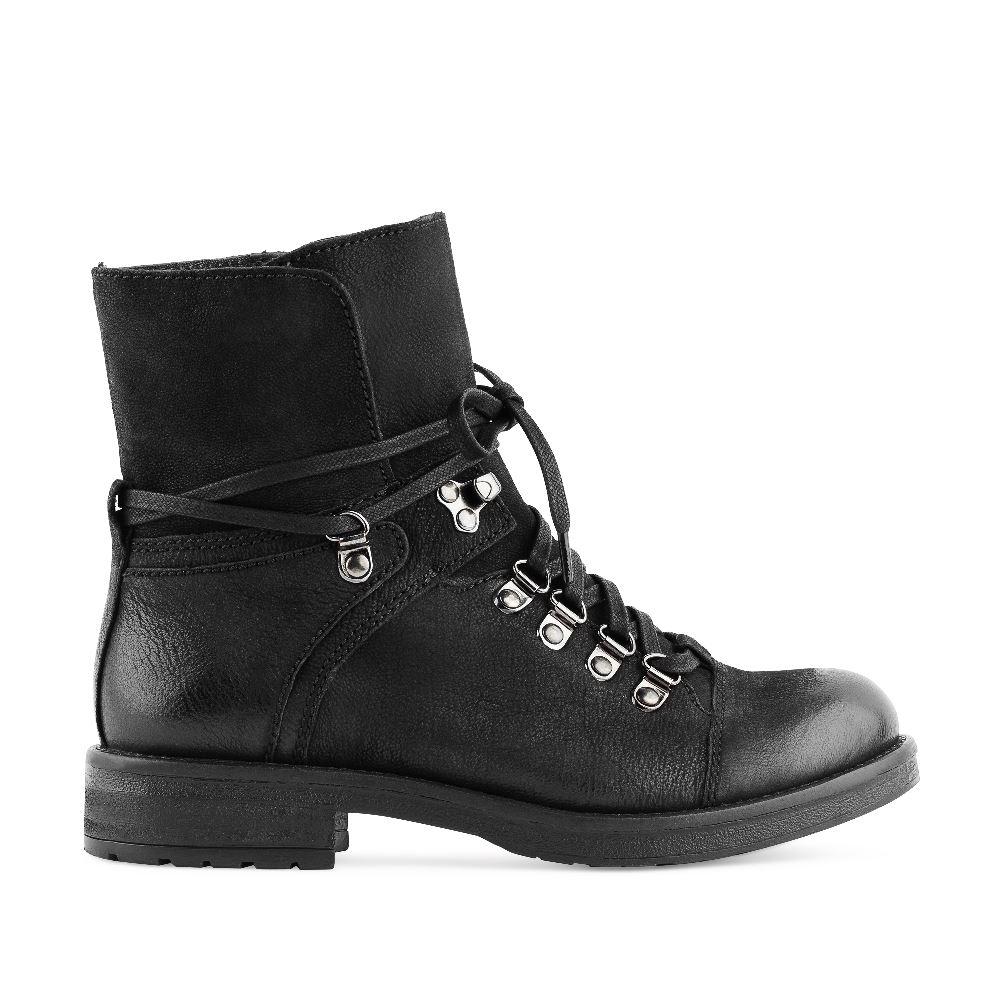 Ботинки черного цвета из кожи на шнуровке
