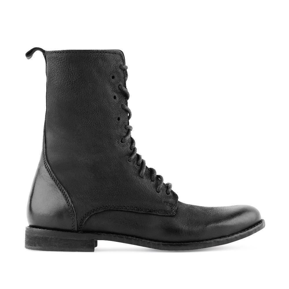 Ботинки на высокой шнуровке из кожи черного цветаБотинки<br><br>Материал верха: Кожа<br>Материал подкладки: Кожа<br>Материал подошвы: Полиуретан<br>Цвет: Черный<br>Высота каблука: 2 см<br>Дизайн: Италия<br>Страна производства: Индия<br><br>Высота каблука: 2 см<br>Материал верха: Кожа<br>Материал подкладки: Кожа<br>Цвет: Черный<br>Пол: Женский<br>Размер: 38