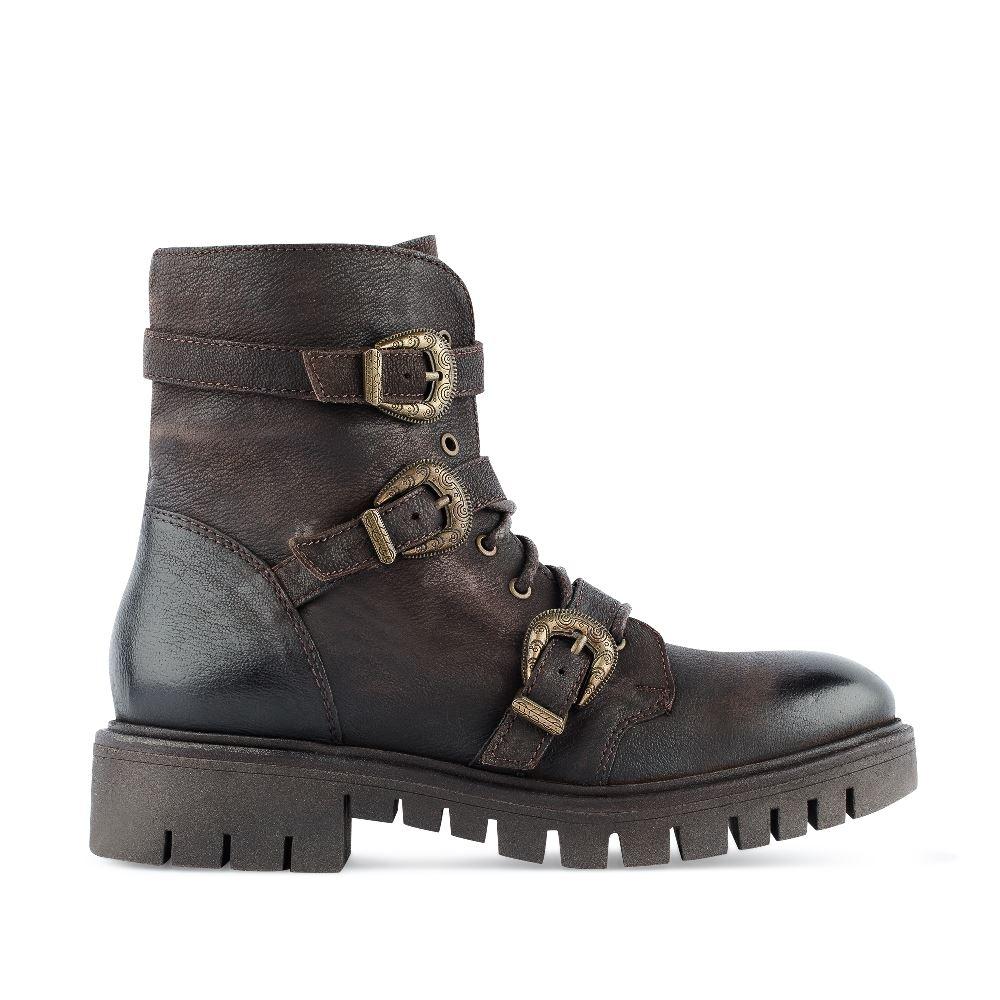 Высокие ботинки из кожи коричневого цвета с пряжкамиБотинки<br><br>Материал верха: Кожа<br>Материал подкладки: Кожа<br>Материал подошвы: Полиуретан<br>Цвет: Коричневый<br>Высота каблука: 3 см<br>Дизайн: Италия<br>Страна производства: Индия<br><br>Высота каблука: 3 см<br>Материал верха: Кожа<br>Материал подкладки: Кожа<br>Цвет: Коричневый<br>Пол: Женский<br>Размер: 37