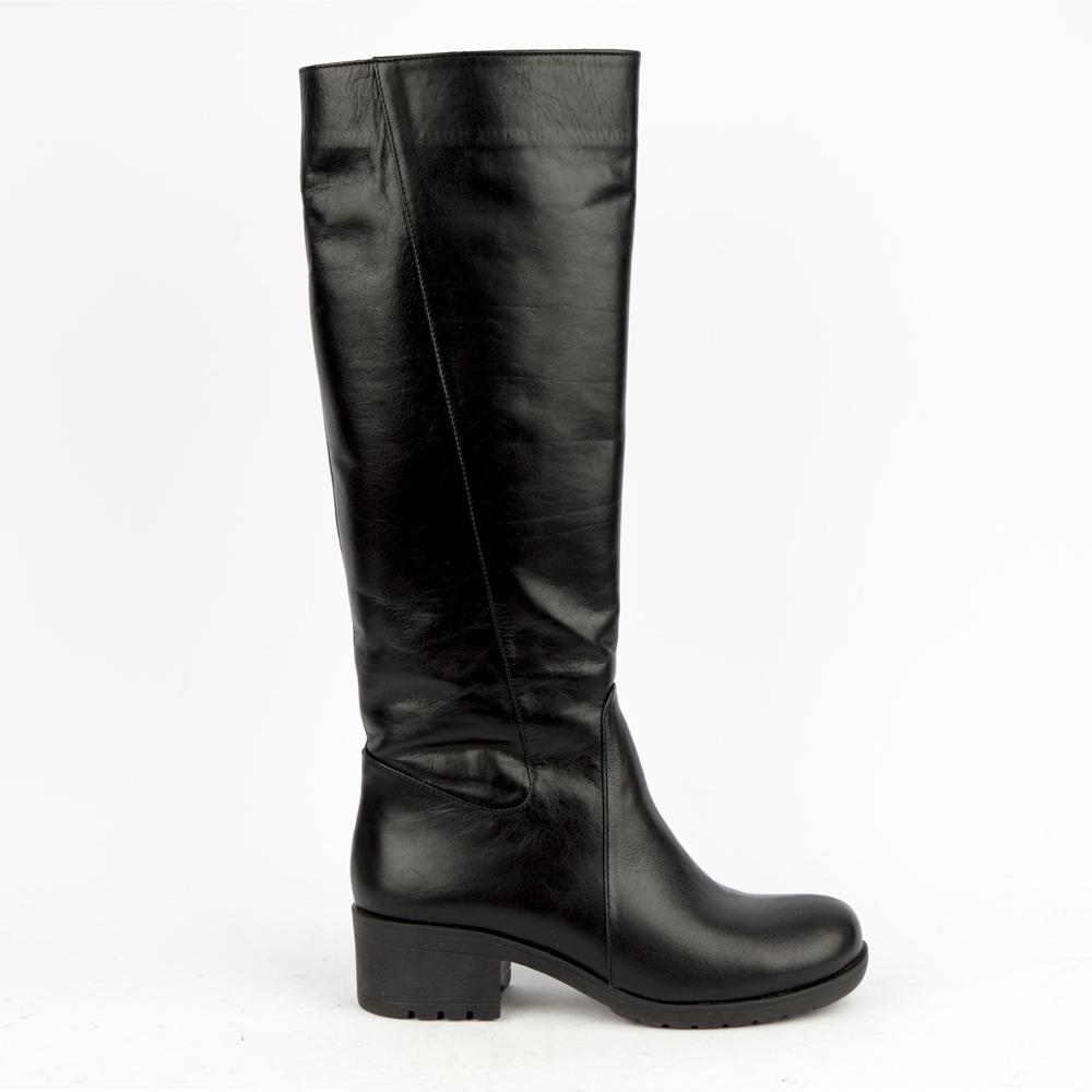 Сапоги кожаные черного цвета на среднем каблукеСапоги<br><br>Материал верха: Кожа<br>Материал подкладки: Текстиль<br>Материал подошвы: Полиуретан<br>Цвет: Черный<br>Высота каблука: 5 см<br>Дизайн: Италия<br>Страна производства: Китай<br><br>Высота каблука: 5 см<br>Материал верха: Кожа<br>Материал подкладки: Текстиль<br>Цвет: Черный<br>Пол: Женский<br>Размер обуви: 38