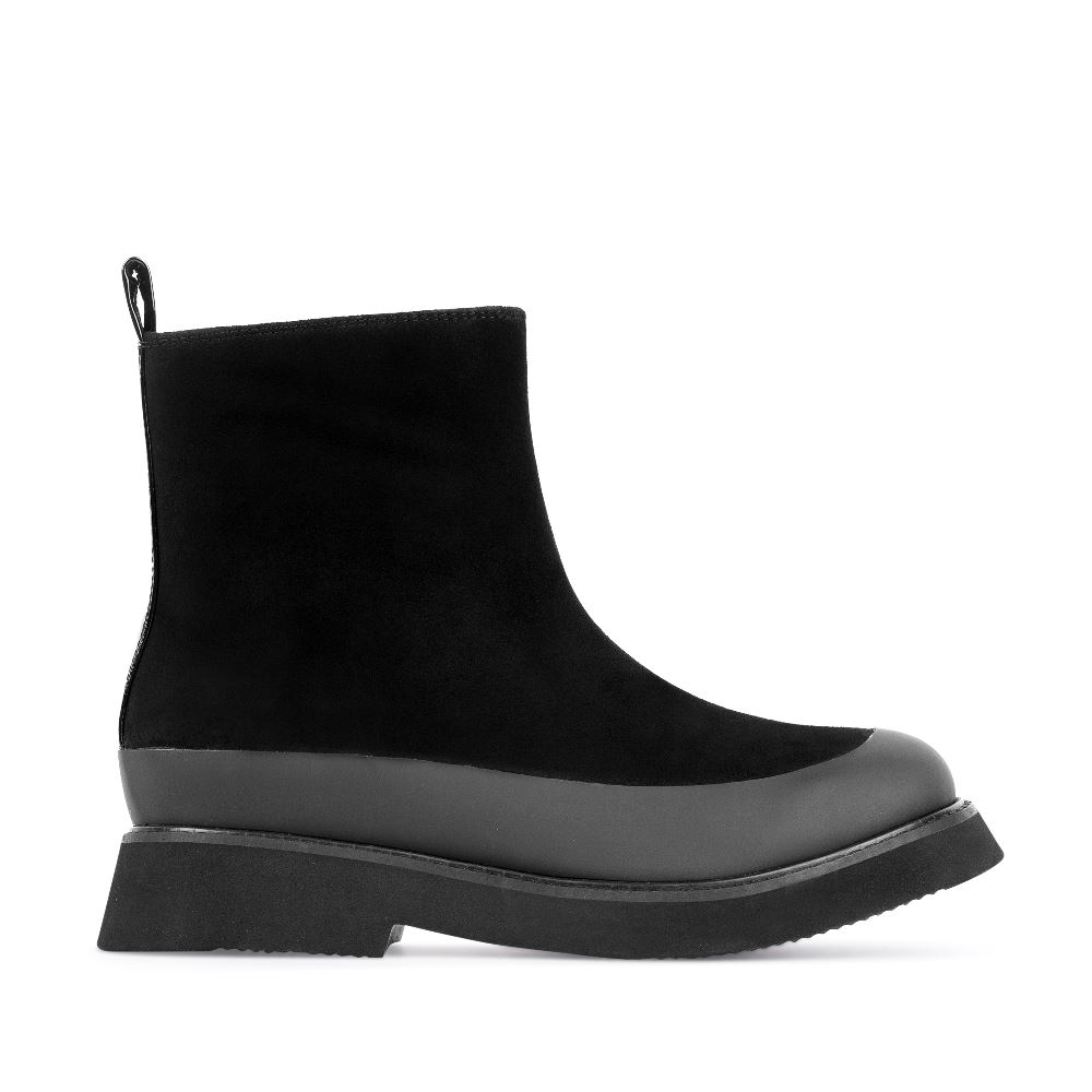 Ботинки из замши черного цвета