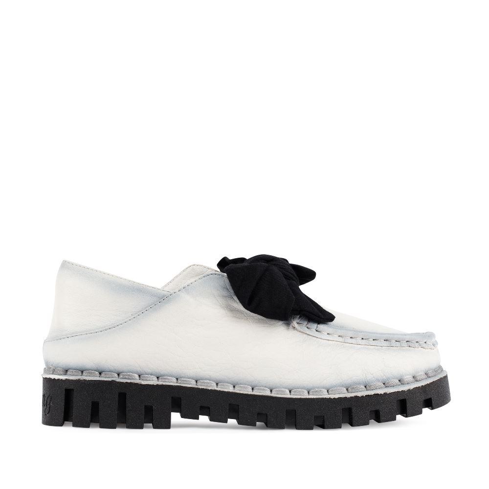 Ботинки из кожи белого цвета с бантом