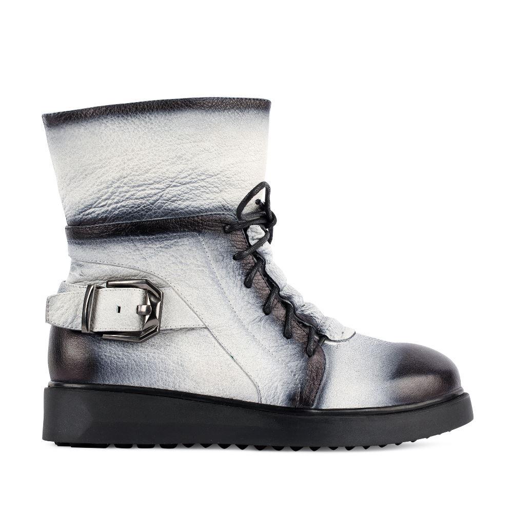 Высокие ботинки из кожи серого цветаПолусапоги<br><br>Материал верха: Кожа<br>Материал подкладки: Кожа<br>Материал подошвы: Полиуретан<br>Цвет: Серый<br>Высота каблука: 0 см<br>Дизайн: Италия<br>Страна производства: Китай<br><br>Высота каблука: 0 см<br>Материал верха: Кожа<br>Материал подкладки: Кожа<br>Цвет: Серый<br>Пол: Женский<br>Размер обуви: 38