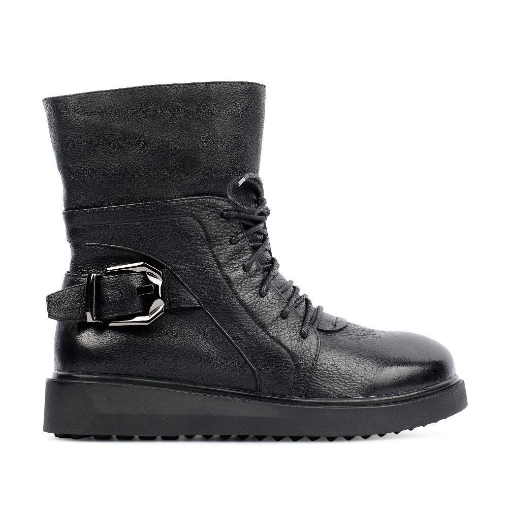 Высокие ботинки из кожи черного цвета с пряжкой