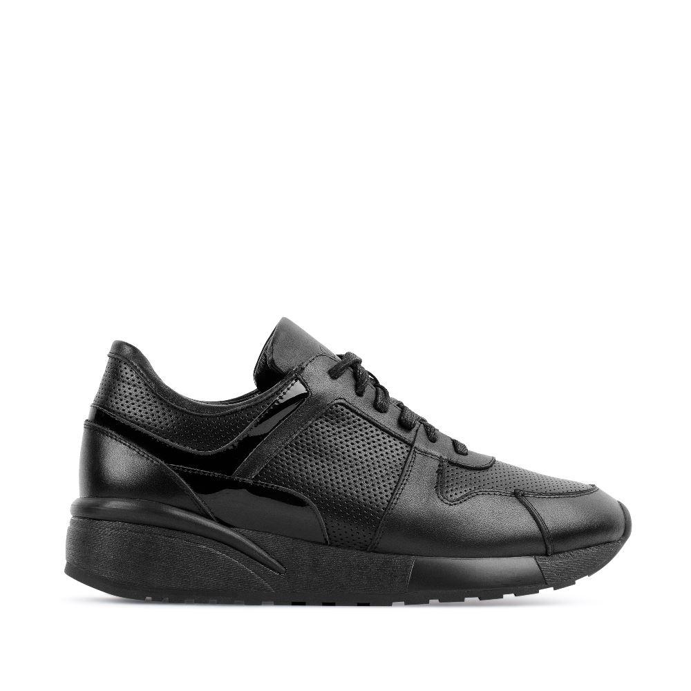 Кроссовки их кожи черного цветаВ коллекции итальянской обуви CORSOCOMO представлена<br>классика спортивного стиля - лаконичные кроссовки из кожи черного<br>цвета. Сочетайте их со всем, что найдется в гардеробе.<br><br><br>Материал верха: Кожа<br>Материал подкладки: Кожа<br>Материал подошвы: Полиуретан<br>Цвет: Черный<br>Высота каблука: 0 см<br>Дизайн: Италия<br>Страна производства: Китай<br><br>Высота каблука: 0 см<br>Материал верха: Кожа<br>Материал подкладки: Кожа<br>Цвет: Черный<br>Пол: Женский<br>Размер обуви: 37