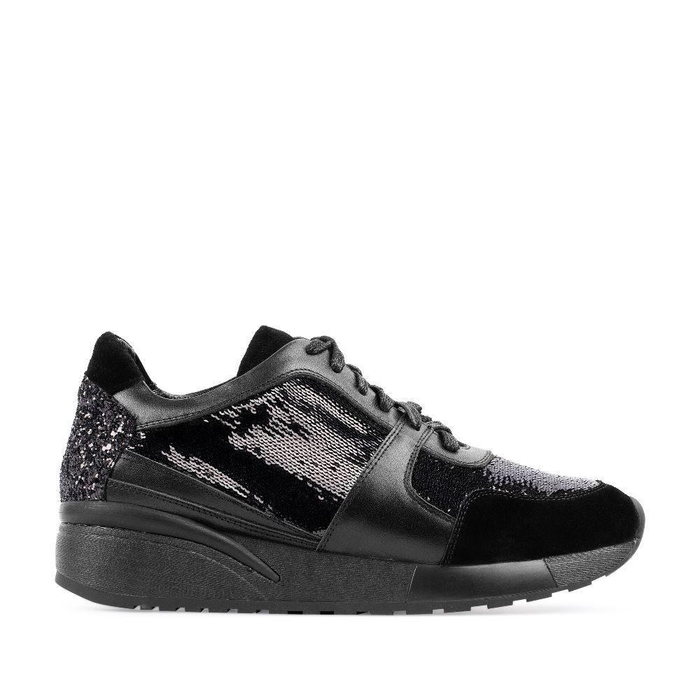 Кроссовки из кожи черного цвета с пайеткамиНовый взгляд на итальянскую обувь - эффектныекроссовки<br>с пайетками бренда CORSOCOMO. Такаямодель отлично<br>подойдет и для работы в офисе, и для модной вечеринки.<br>Купите стильную обувь CORSOCOMO с доставкой на дом.<br><br><br>Материал верха: Кожа<br>Материал подкладки: Кожа<br>Материал подошвы: Полиуретан<br>Цвет: Черный<br>Высота каблука: 0см<br>Дизайн: Италия<br>Страна производства: Китай<br><br>Высота каблука: 0 см<br>Материал верха: Кожа<br>Материал подкладки: Кожа<br>Цвет: Черный<br>Пол: Женский<br>Размер обуви: 40