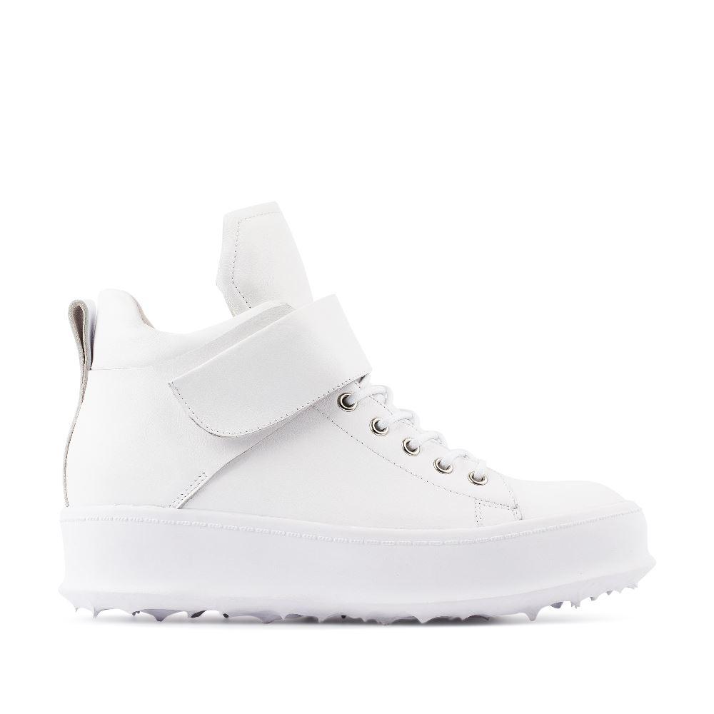 Высокие кеды из кожи белого цвета на липучкахКроссовки женские<br><br>Материал верха: Кожа<br>Материал подкладки: Кожа<br>Материал подкладки: Полиуретан<br>Цвет: Белый<br>Высота каблука: 0 см<br>Дизайн: Италия<br>Страна производства: Китай<br><br>Высота каблука: 0 см<br>Материал верха: Кожа<br>Материал подкладки: Кожа<br>Цвет: Белый<br>Пол: Женский<br>Размер: 37