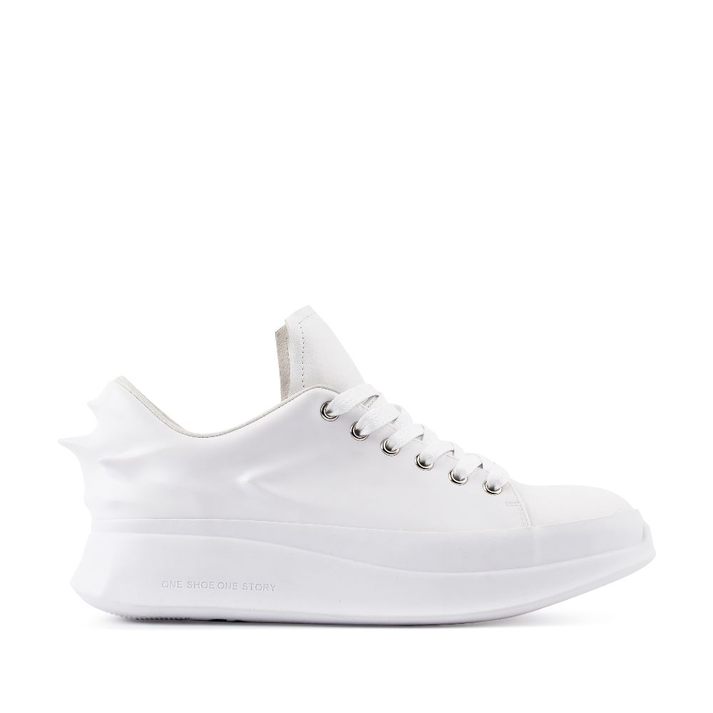Кроссовки из кожи белого цвета