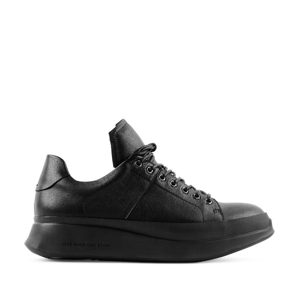 Кеды из кожи черного цвета на высокой подошвеПолуботинки комфорт<br><br>Материал верха: Кожа<br>Материал подкладки: Кожа<br>Материал подошвы: Полиуретан<br>Цвет: Черный<br>Высота каблука: 0 см<br>Дизайн: Италия<br>Страна производства: Китай<br><br>Высота каблука: 0 см<br>Материал верха: Кожа<br>Материал подкладки: Кожа<br>Цвет: Черный<br>Пол: Женский<br>Размер обуви: 38