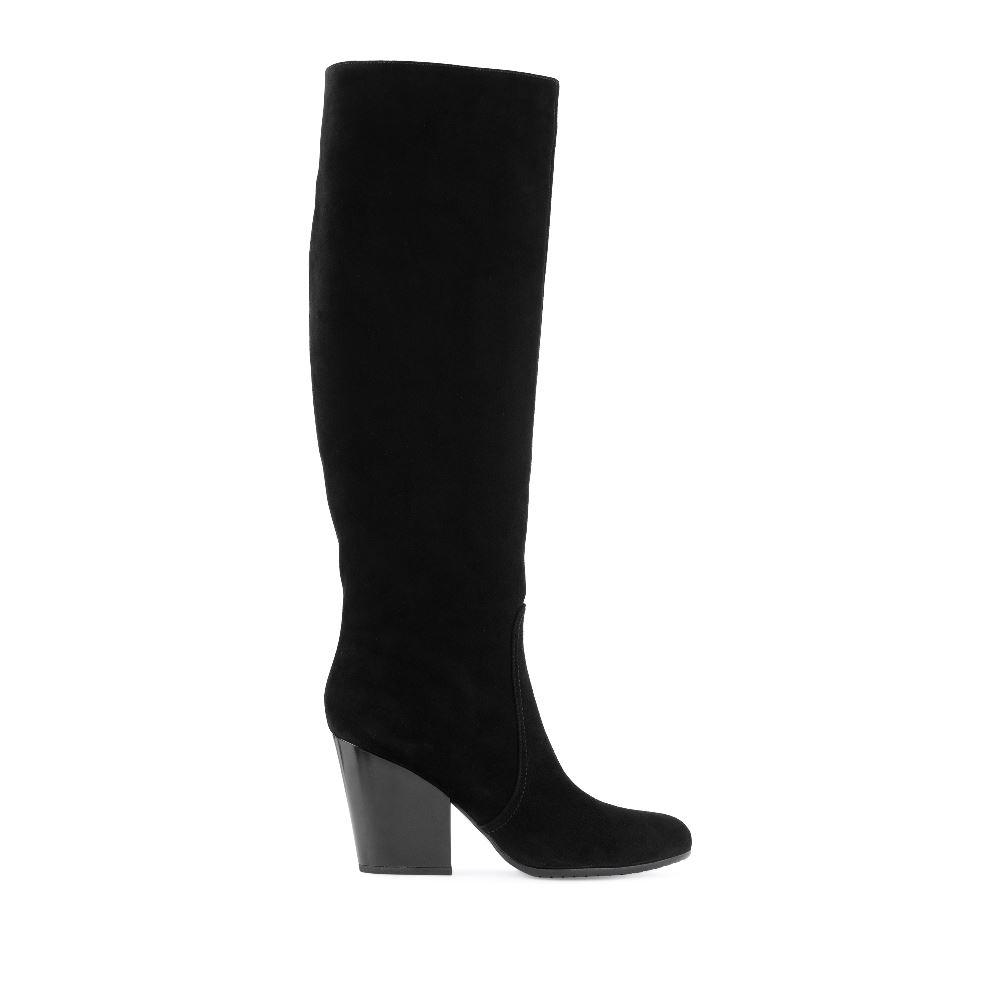 Замшевые сапоги чёрного цвета на среднем каблуке
