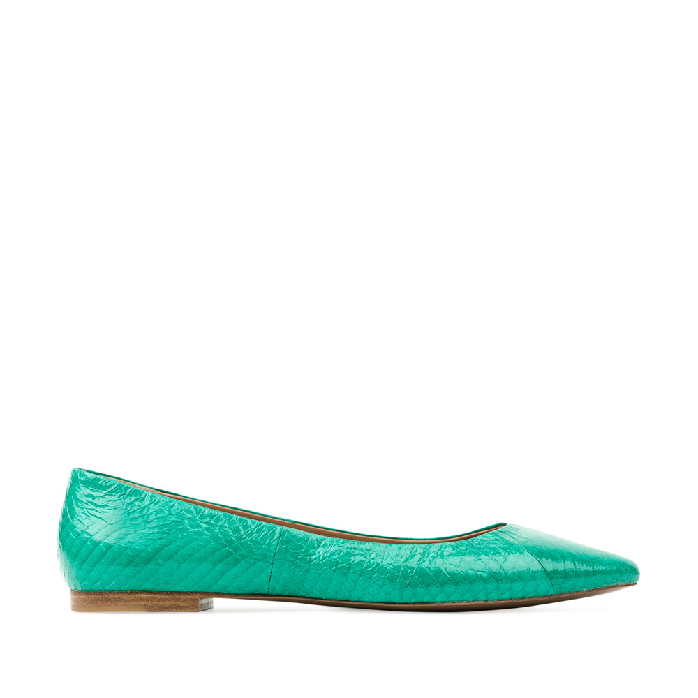 Балетки из лакированной кожи змеи бирюзового цветаТуфли женские<br><br>Материал верха: Кожа змеи<br>Материал подкладки: Кожа<br>Материал подошвы: Кожа<br>Цвет: Зеленый<br>Высота каблука: 1см<br>Дизайн: Италия<br>Страна производства: Китай<br><br>Высота каблука: 1 см<br>Материал верха: Кожа змеи<br>Материал подошвы: Кожа<br>Материал подкладки: Кожа<br>Цвет: Зеленый<br>Пол: Женский<br>Вес кг: 0.24400000<br>Размер: 38