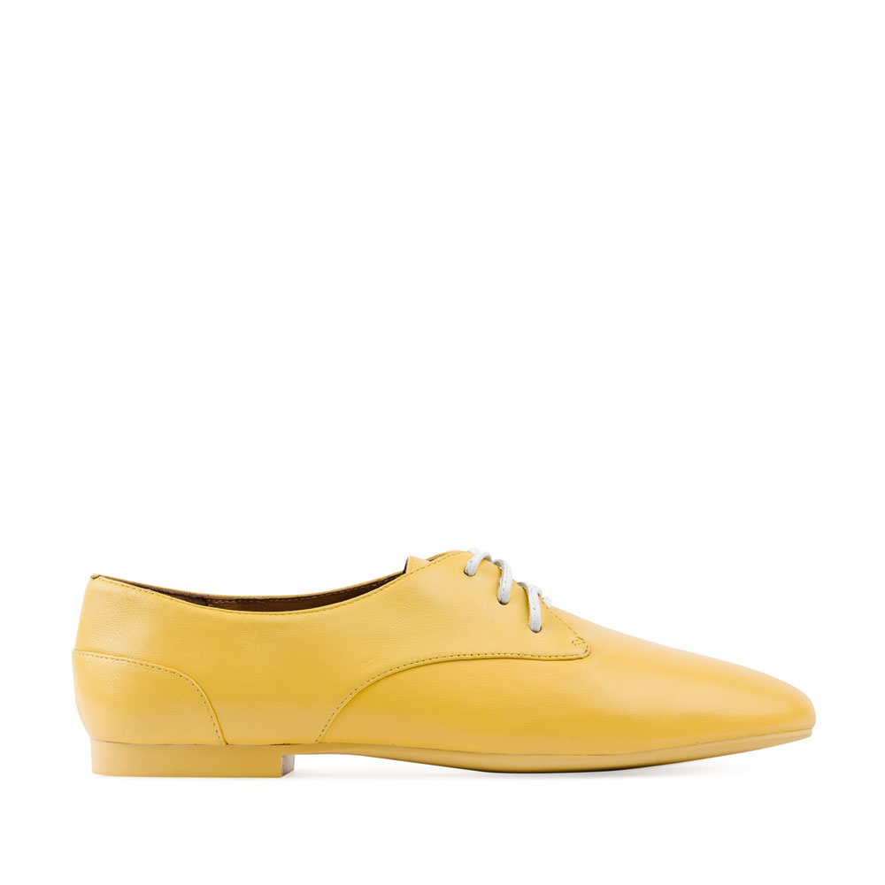 Кожаные полуботинки солнечно-желтого цветаПолуботинки женские<br><br>Материал верха: Кожа<br>Материал подкладки: Кожа<br>Материал подошвы: Резина<br>Цвет: Желтый<br>Высота каблука: 1 см<br>Дизайн: Италия<br>Страна производства: Китай<br><br>Высота каблука: 1 см<br>Материал верха: Кожа<br>Материал подошвы: Полиуретан<br>Материал подкладки: Кожа<br>Цвет: Желтый<br>Пол: Женский<br>Вес кг: 0.40800000<br>Размер обуви: 40