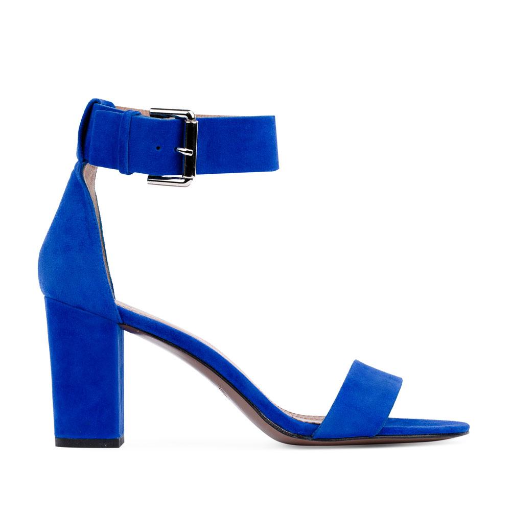 Замшевые босоножки на устойчивом каблуке с широким ремешкомТуфли женские<br><br>Материал верха: Замша<br>Материал подкладки: Кожа<br>Материал подошвы: Кожа<br>Цвет: Синий<br>Высота каблука: 8см<br>Дизайн: Италия<br>Страна производства: Китай<br><br>Высота каблука: 8 см<br>Материал верха: Замша<br>Материал подкладки: Кожа<br>Цвет: Синий<br>Вес кг: 0.43400000<br>Размер: 37
