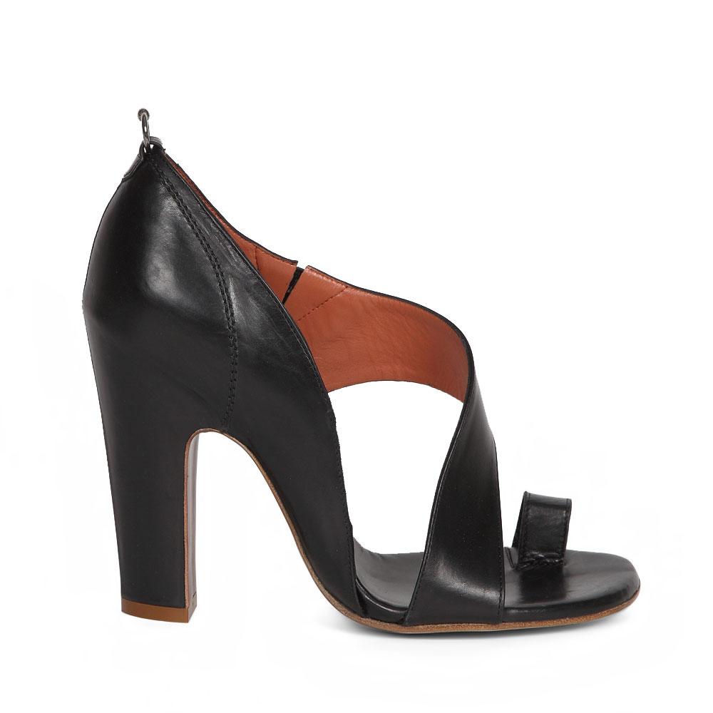 Босоножки черного цвета из кожи на широком каблукеТуфли женские<br><br>Материал верха: Кожа<br>Материал подкладки: Кожа<br>Материал подошвы: Кожа<br>Цвет: Черный<br>Высота каблука: 10 см<br>Дизайн: Италия<br>Страна производства: Китай<br><br>Высота каблука: 10 см<br>Материал верха: Кожа<br>Материал подкладки: Кожа<br>Цвет: Черный<br>Пол: Женский<br>Вес кг: 1.00000000<br>Размер обуви: 39**
