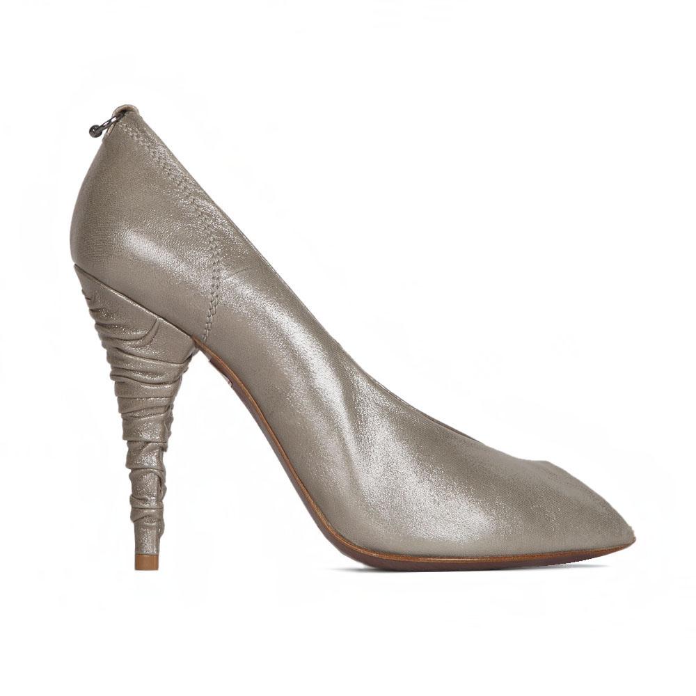 Туфли из кожи серебристого цвета с открытым мыскомТуфли женские<br><br>Материал верха: Кожа<br>Материал подкладки: Кожа<br>Материал подошвы: Кожа<br>Цвет: Серебристый<br>Высота каблука: 10 см<br>Дизайн: Италия<br>Страна производства: Китай<br><br>Высота каблука: 10 см<br>Материал верха: Кожа<br>Материал подкладки: Кожа<br>Цвет: Серебристый<br>Пол: Женский<br>Вес кг: 0.90000000<br>Размер: 38.5**