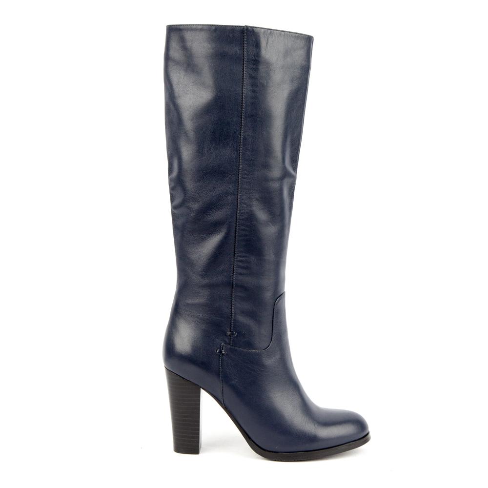 Сапоги из кожи синего цвета на высоком каблукеСапоги<br><br>Материал верха: Кожа<br>Материал подкладки: Текстиль<br>Материал подошвы: Кожа<br>Цвет: Синий<br>Высота каблука: 9 см<br>Дизайн: Италия<br>Страна производства: Китай<br><br>Высота каблука: 9 см<br>Материал верха: Кожа<br>Материал подкладки: Текстиль<br>Цвет: Синий<br>Пол: Женский<br>Размер обуви: 36