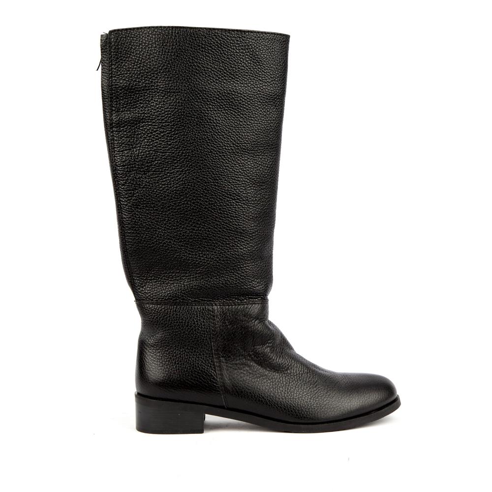 Кожаные сапоги на среднем каблуке черного цветаСапоги женские<br><br>Материал верха: Кожа<br>Материал подкладки: Евромех<br>Материал подошвы: Кожа<br>Цвет: Черный<br>Высота каблука: 4см<br>Дизайн: Италия<br>Страна производства: Китай<br><br>Высота каблука: 4 см<br>Материал верха: Кожа<br>Материал подошвы: Кожа<br>Материал подкладки: Евромех<br>Цвет: Черный<br>Вес кг: 1.00000000<br>Размер: 40