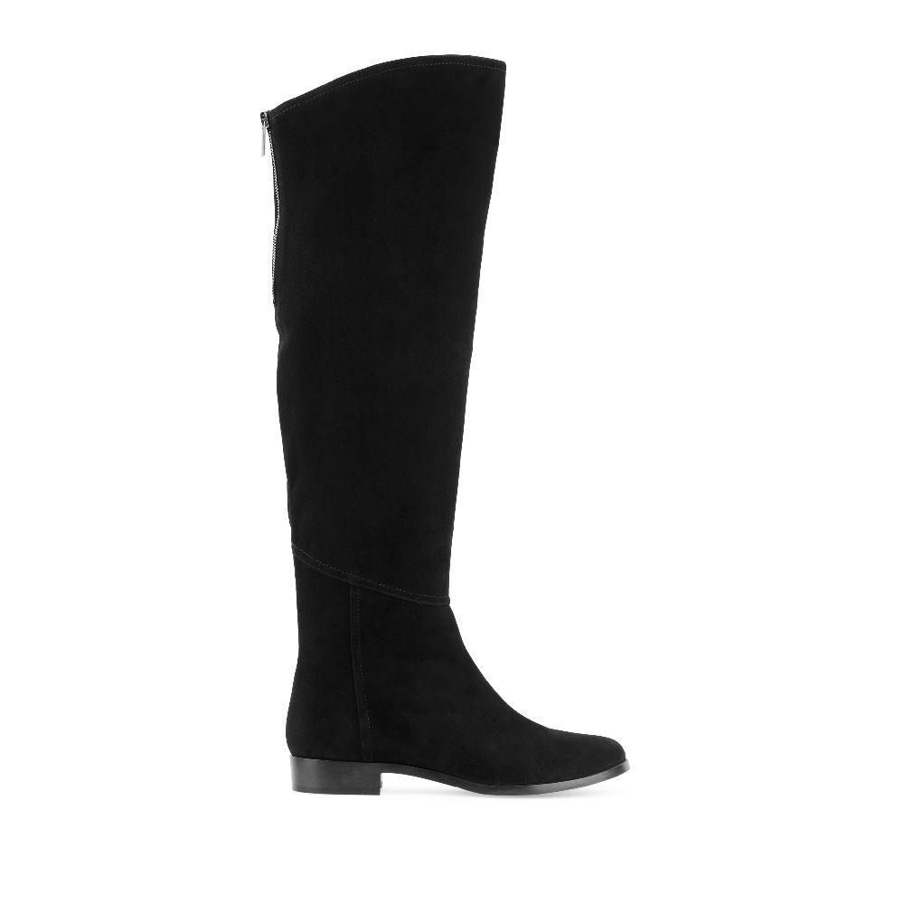 Сапоги из замши чёрного цвета на низком каблукеСапоги женские<br><br>Материал верха: Замша<br>Материал подкладки: Текстиль<br>Материал подошвы: Кожа<br>Цвет: Черный<br>Высота каблука: 2см<br>Дизайн: Италия<br>Страна производства: Португалия<br><br>Высота каблука: 2 см<br>Материал верха: Замша<br>Материал подошвы: Кожа<br>Материал подкладки: Текстиль<br>Цвет: Черный<br>Вес кг: 1.00000000<br>Размер обуви: 37*
