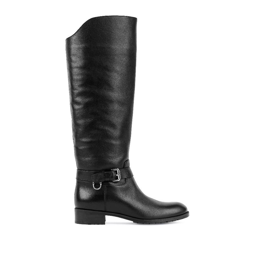 Сапоги чёрного цвета из кожи на среднем каблуке с мехом