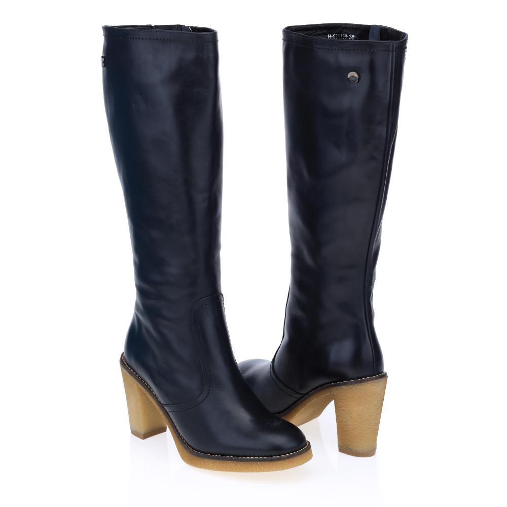 Кожаные сапоги на среднем каблуке черного цвета с мехом