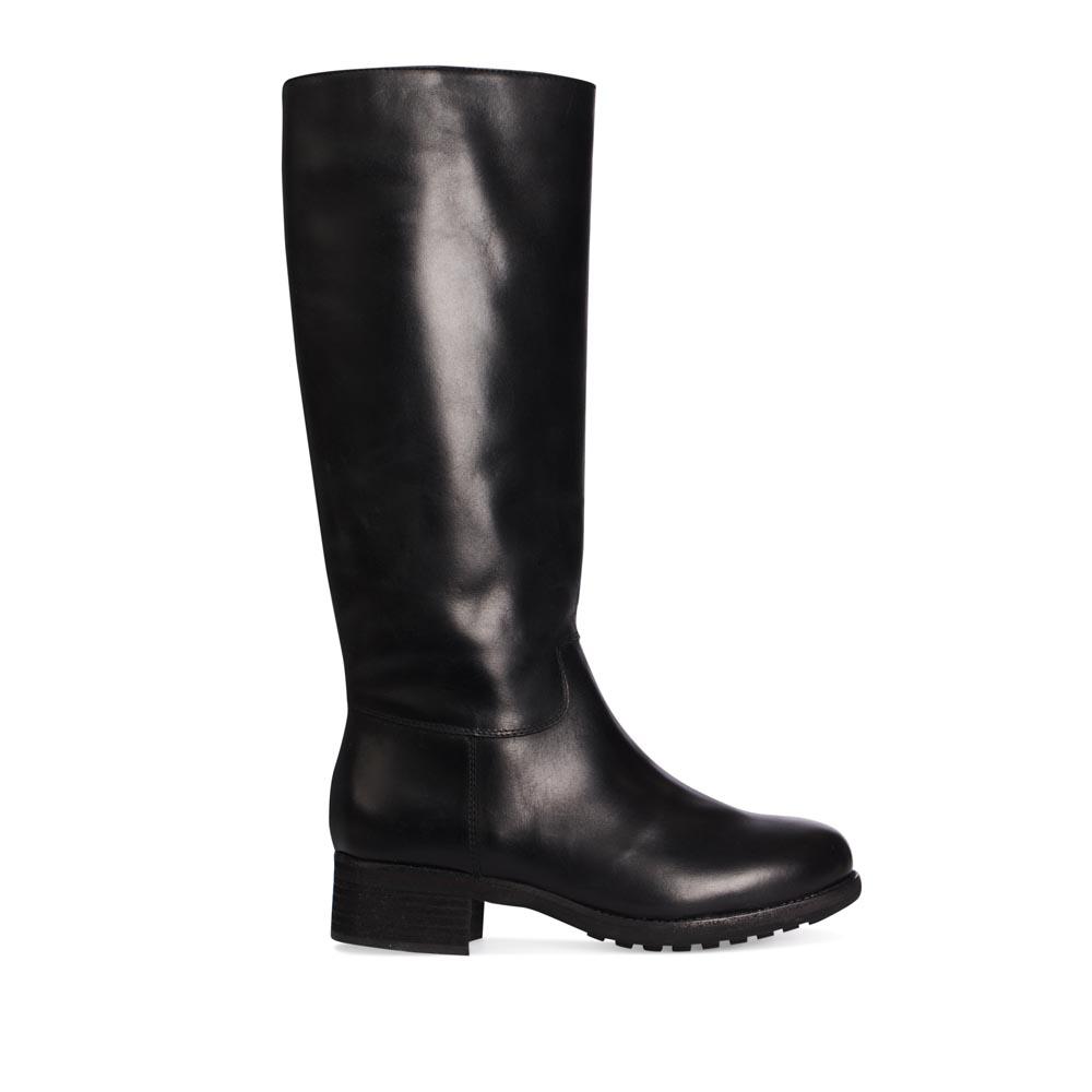 Сапоги кожаные черного цвета с мехом на низком каблуке