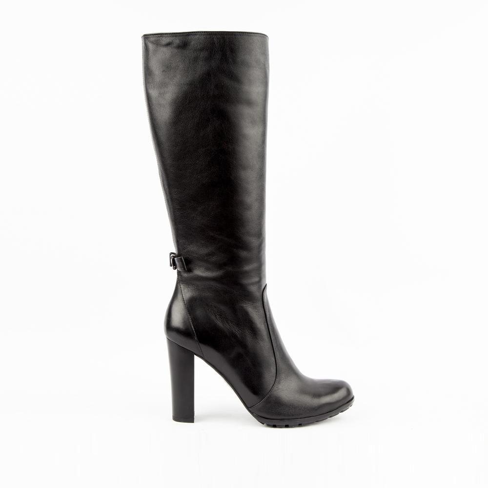 Сапоги на высоком каблуке из кожи черного цветаСапоги<br><br>Материал верха: Кожа<br>Материал подкладки: Текстиль<br>Материал подошвы: Кожа<br>Цвет: Черный<br>Высота каблука: 11 см<br>Дизайн: Италия<br>Страна производства: Китай<br><br>Высота каблука: 11 см<br>Материал верха: Кожа<br>Материал подкладки: Текстиль<br>Цвет: Черный<br>Пол: Женский<br>Размер обуви: 38