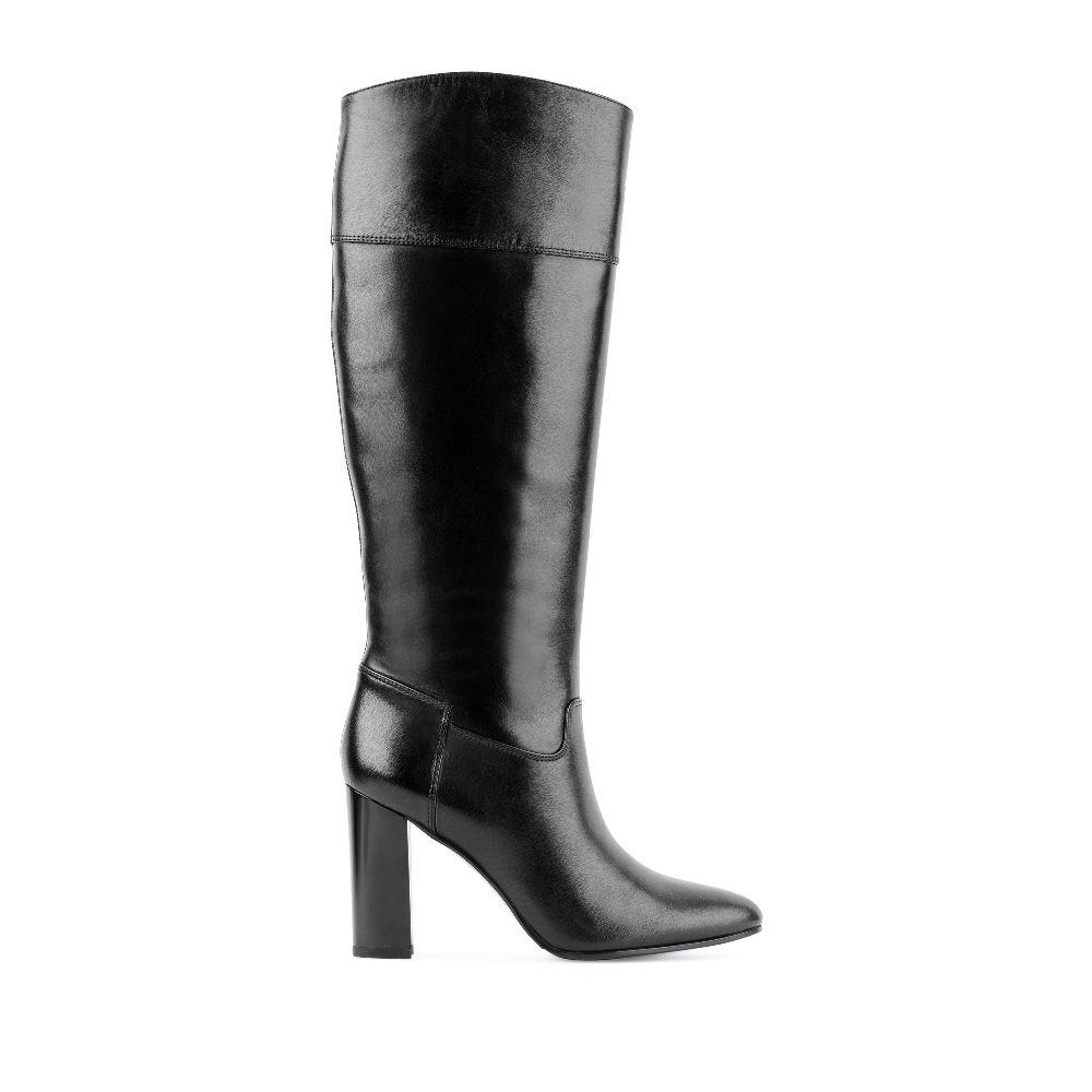 Кожаные сапоги чёрного цвета на высоком устойчивом каблукеСапоги женские<br><br>Материал верха: Кожа<br>Материал подкладки: Текстиль<br>Материал подошвы: Полиуретан<br>Цвет: Черный<br>Высота каблука: 9см<br>Дизайн: Италия<br>Страна производства: Китай<br><br>Высота каблука: 9 см<br>Материал верха: Кожа<br>Материал подошвы: Полиуретан<br>Материал подкладки: Текстиль<br>Цвет: Черный<br>Вес кг: 1.00000000<br>Размер обуви: 39